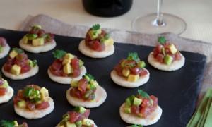Arepas con Tartar de Atún, Aguacate y Ají Amarillo