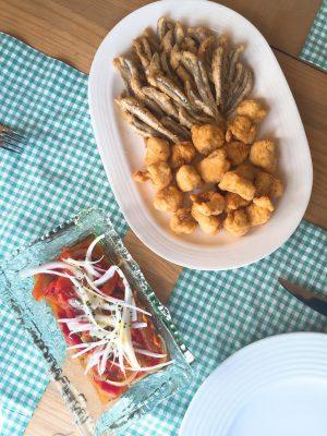 Boquerones fritos, Cazón en adobo y Ensalada de Pimientos