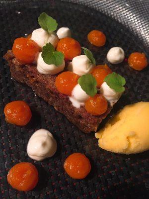 Carrot cake con sorbete de naranja y crema de zanahoria y vainilla