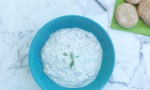 Tzatziki, salsa griega de yogur