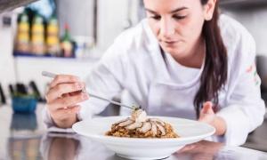 """Sara Nicolás, chef de Voramar: """"el concurso 'Mejores Arroces' ha atraído muchos clientes a mi restaurante"""""""